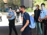 الحزن يكسو وجوه لاعبي برشلونة عقب العودة لإسيانيا بعد فضيحة البايرن (صور)