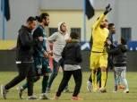 خاص بالفيديو| شاهد رد فعل «جنش» مع مدافع إنبي بعد هجوم جماهير الزمالك