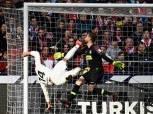 وسط جدل تحكيمي.. ريال مدريد يتقدم على أتليتكو (2-1) في الشوط الأول