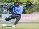 أحمد الشناوي يخطط للرحيل عن بيراميدز واللعب للأهلي بسبب شريف إكرامي