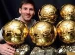 ميسي يتوج بـ الكرة الذهبية للمرة السادسة في تاريخه