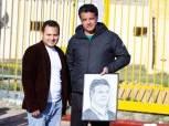 بالصور.. فنان بورسعيدي يُكافئ إيهاب جلال على مجهوداته مع المصري بطريقته الخاصة