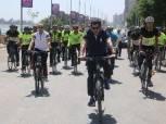 وزير الرياضة يقود ماراثون دراجات بسوهاج ويتفقد استاد المحافظة