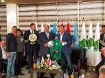 الخطيب ومصيلحي يتبادلان دروع وأعلام الأهلي والاتحاد السكندري «صور»