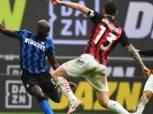 ميلان يهزم روما بثنائية ويواصل ملاحقة إنتر على صدارة الدوري الإيطالي