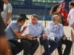 خاص بالصور| حديث جانبي بين الخطيب وهاني أبوريدة في مران المنتخب الوطني