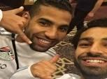 """""""بالتليفون"""".. مؤمن زكريا ينشر صورته مع محمد صلاح بقميص المنتخب"""