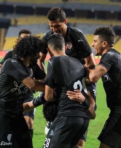 الزمالك يتصدر الدوري بعد الفوز على المصري بهدف إمام عاشور