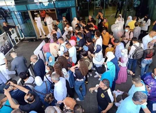 استقبال شعبي لأبطال التايكوندو في مطار القاهرة «صور»