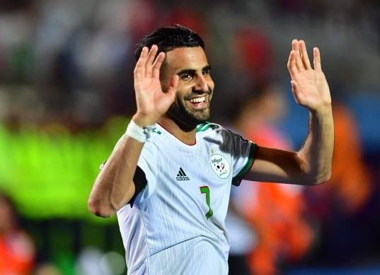 لاعب الجزائر السابق: محرز يستحق جائزة أفضل لاعب في أفريقيا
