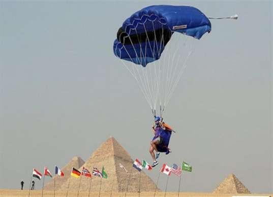 غدًا.. انطلاق مهرجان القفز بالمظلات فوق سفح الأهرامات