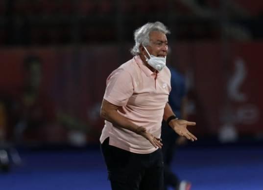 طولان: «مصر كلها شافت ركلة جزاء لإنبي أمام الأهلي ما عدا حكم المباراة»