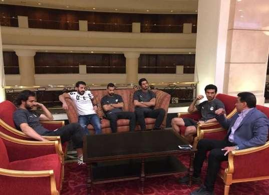 اجتماع حسام البدري مع لاعبي المنتخب الوطني