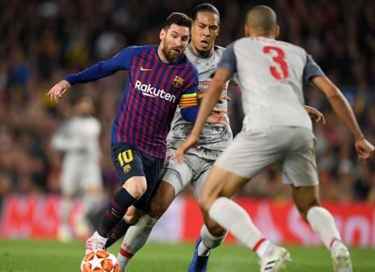 ميسي يقود هجوم برشلونة أمام فالنسيا في نهائي كأس أسبانيا