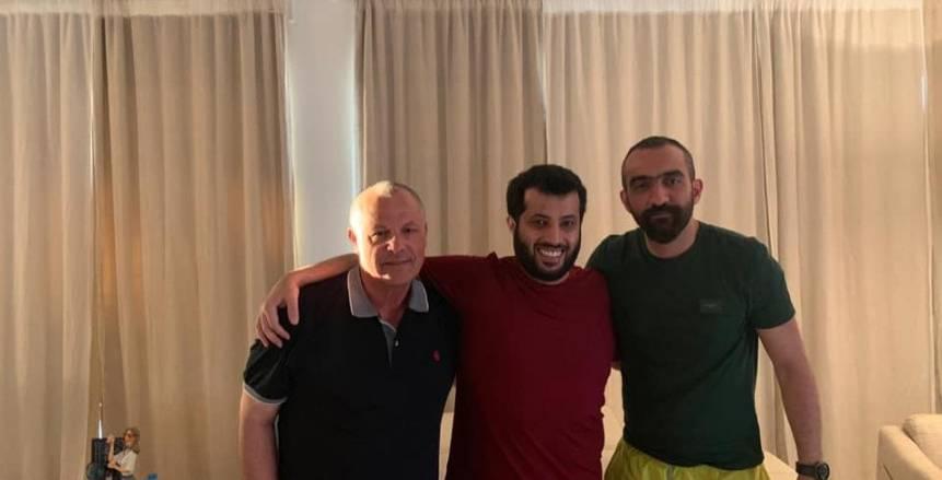 """تركي آل الشيخ ينشر صورة مع """"أبو ريدة"""": أقوى شخصية عربية في الفيفا"""