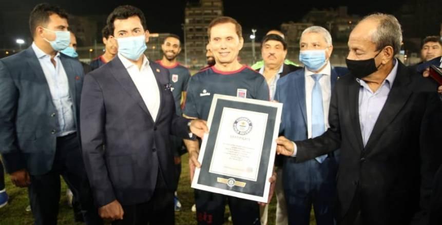"""مصر تظهر مجددا في """"جينيس"""" بتسجيل أكبر لاعب كرة قدم بالعالم"""