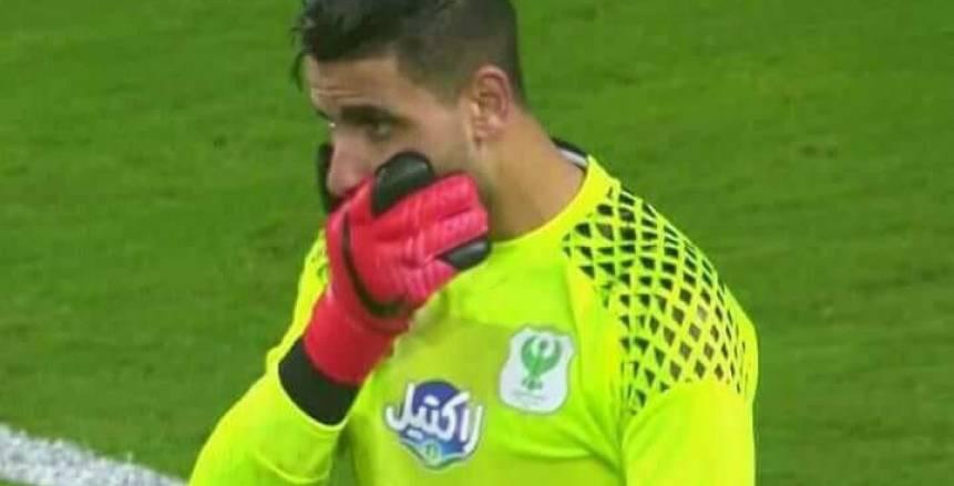 منع لاعبي الزمالك من الخروج بعد اعتداء حارس المصري على