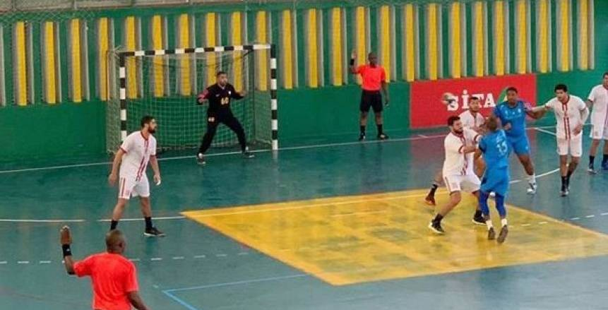 يد الزمالك يفوز على بطل الرأس الأخضر 45 – 25 في أولى مبارياته الأفريقية