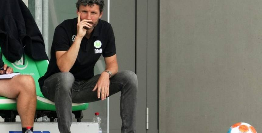 غيروا 6 لاعبين.. خطأ فني غريب يقصي فولفسبورج «مرموش» من كأس ألمانيا