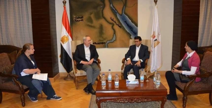 وزير الرياضة يصطحب القائم بأعمال السفارة الأمريكية في جولة بمركز شباب الجزيرة