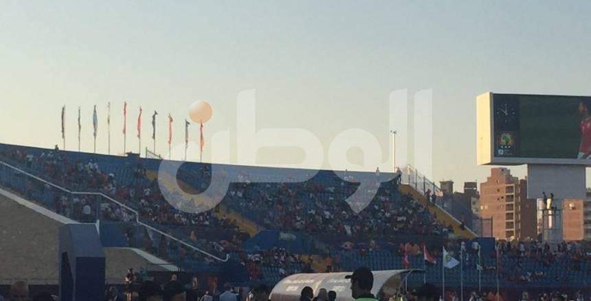 بالصور| وزير الشباب والرياضة يحضر مباراة تونس وأنجولا .. والجماهير المصرية تستقبل ساسي