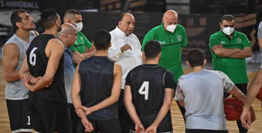 محمد مصيلحي يؤازر فريق الاتحاد لكرة السلة قبل مواجهة الأهلي