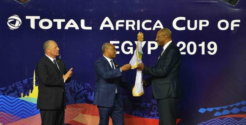 الكاف يسلم علم بطولة أمم أفريقيا 2021 للكاميرون