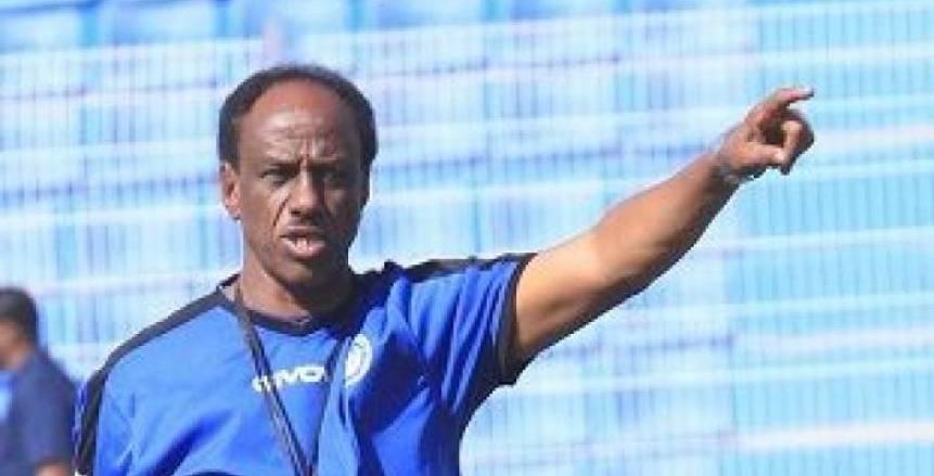 الهلال السوداني يقيل مدربه بعد التعادل مع المصري