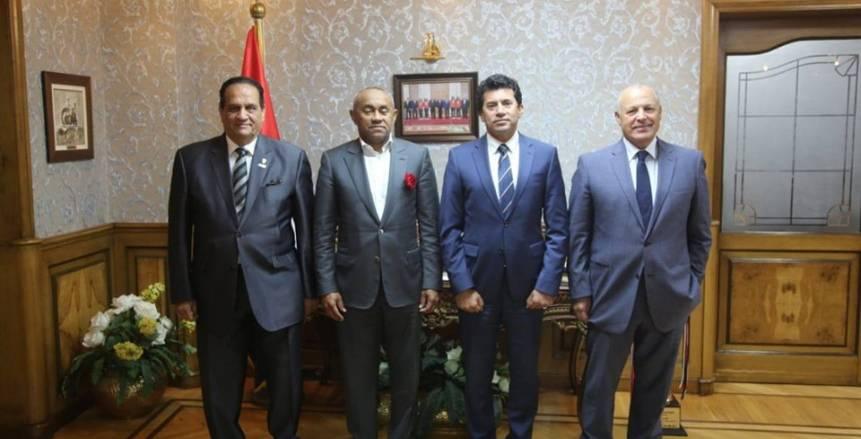 """تفاصيل اجتماع وزير الرياضة مع رئيس """"كاف"""" بحضور """"أبو ريدة"""" بشأن المقر الجديد"""