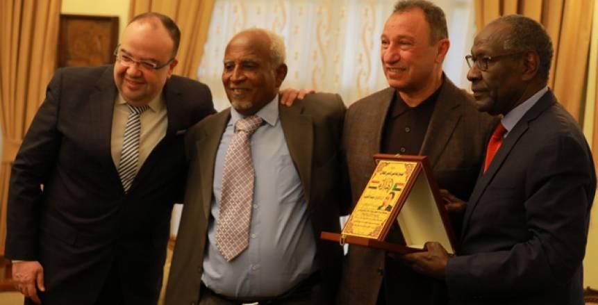 رابطة قدامى اللاعبين السودانيين تكرم الخطيب.. والسفير يتسلم درع الأهلي