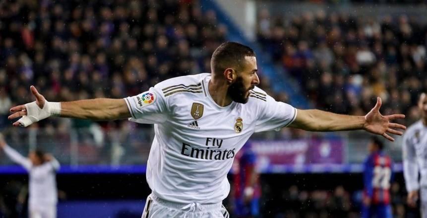بنزيما ويوفيتش يقودان ريال مدريد أمام بلد الوليد في الدوري الإسباني