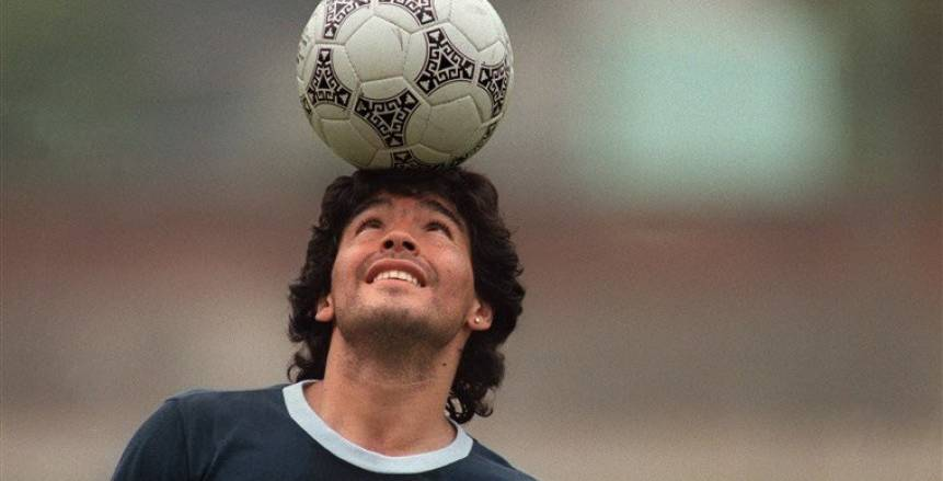 عاجل.. دقيقة حداد للاعبي الأهلي والزمالك على رحيل مارادونا (فيديو)