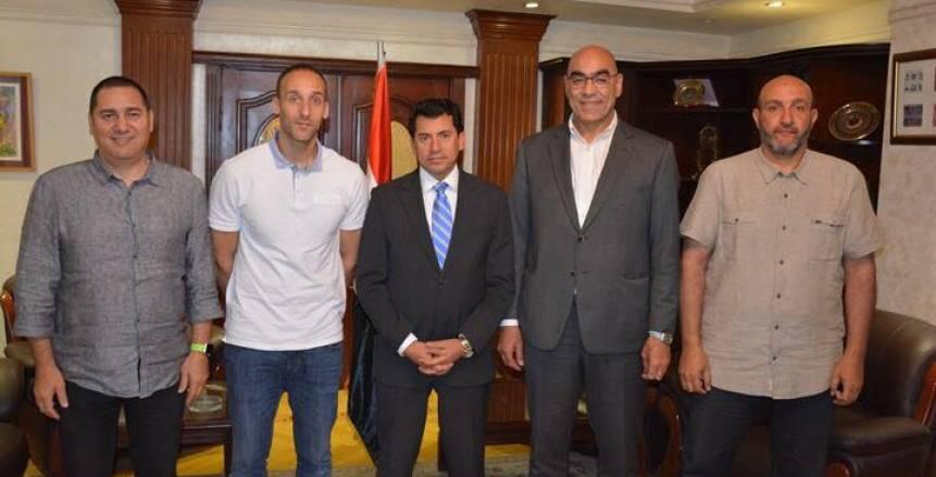 وزير الرياضة يتابع استعدادات مصر لاستضافة كاس العالم لكرة اليد 2021