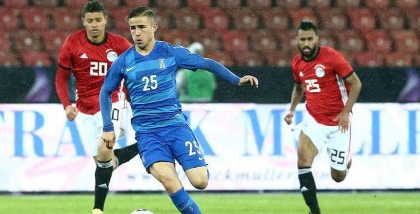 بالفيديو| أحمد حسن يستعين بصديق يوناني لنطق اسماء لاعبي المنتخب