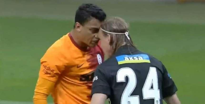 خناقة بين مصطفى محمد ومدافع بشكتاش في الدوري التركي «فيديو»