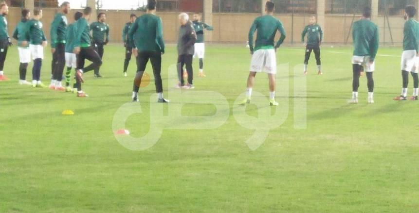 بالصور| الاتحاد يؤدي مرانه الأول على ملعب «الأمير خالد بن فيصل» استعدادًا للهلال