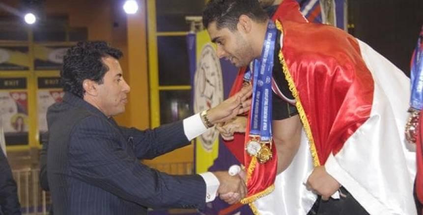 3 ميداليات ذهبية لمحمد إيهاب في بطولة أفريقيا للأثقال تحت أنظار وزير الرياضة