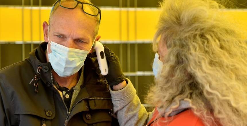 إجراءات طبية مشددة قبل مواجهة دورتموند وشالكة خوفا من كورونا (صور)