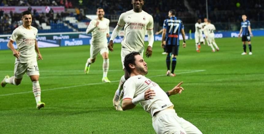 ميلان يضرب أتالانتا بثلاثية ويطارد نابولي على صدارة الدوري الإيطالي