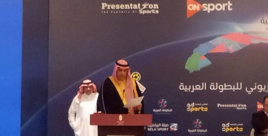 بالصور| سلام حار بين الأمير تركي وأحمد أحمد رئيس الكاف على هامش البطولة العربية
