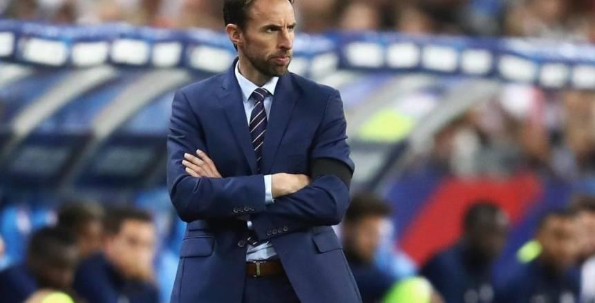 مدرب إنجلترا يهدد بالانسحاب في حال تعرض فريقه لإهانات عنصرية