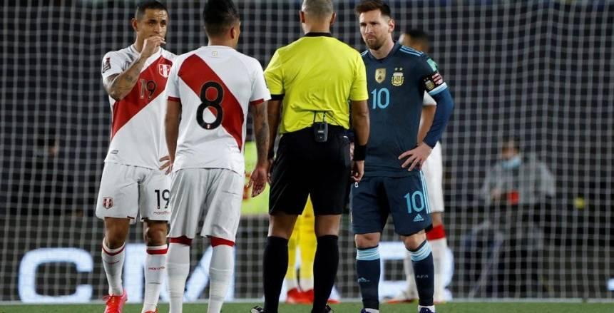 ميسي يهاجم حكم مباراة الأرجنتين وبيرو: يفعل نفس الشئ دائماً عن قصد