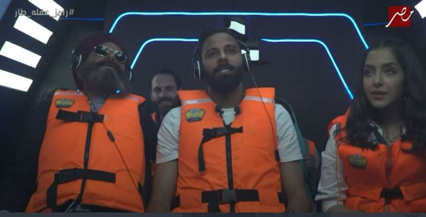 جنش مع رامز جلال في برنامج رامز عقله طار.. سخرية ووعيد بعد إخراج لسانه
