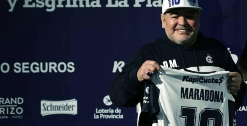 """بالصور.. استقبال أسطوري لمارادونا في أول ظهور له مع """"خيمناسيا لا بلاتا"""""""