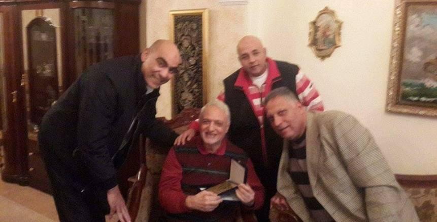 اتحاد اليد يكرم سيد دسوقي قائد الجيل الذهبي لنادي بورسعيد