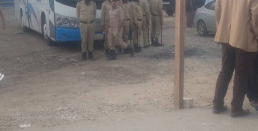 بالصور.. الأمن ينقذ حكم مباراة الحرية وبيلا بدوري الترقي من الموت