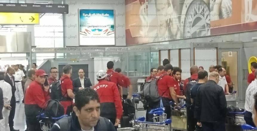 وصول المنتخب الوطني لمطار القاهرة