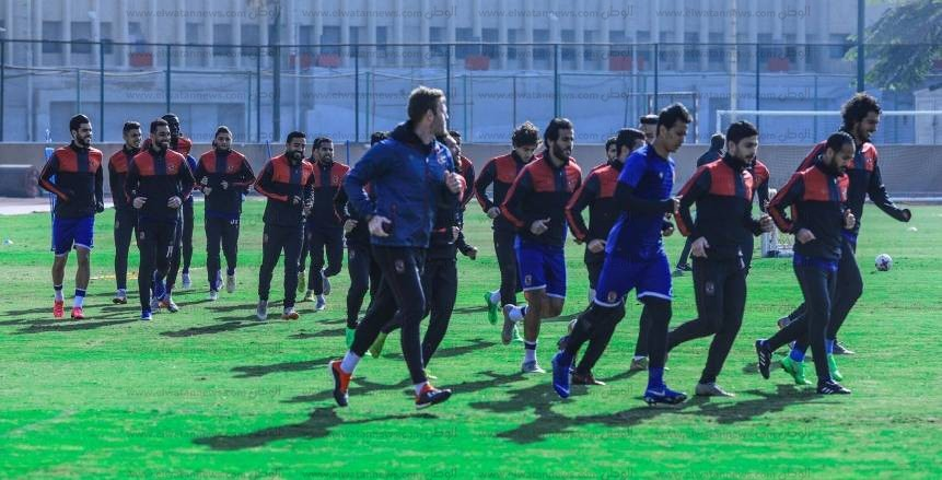 فقرة تصويبات ومران منفرد لمدافعي الأهلي في ملعب «20 أغسطس»