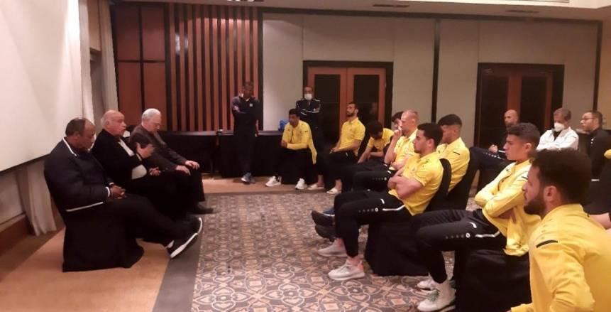 اللجنة الفنية بالإسماعيلي تجتمع مع اللاعبين قبل مواجهة طلائع الجيش