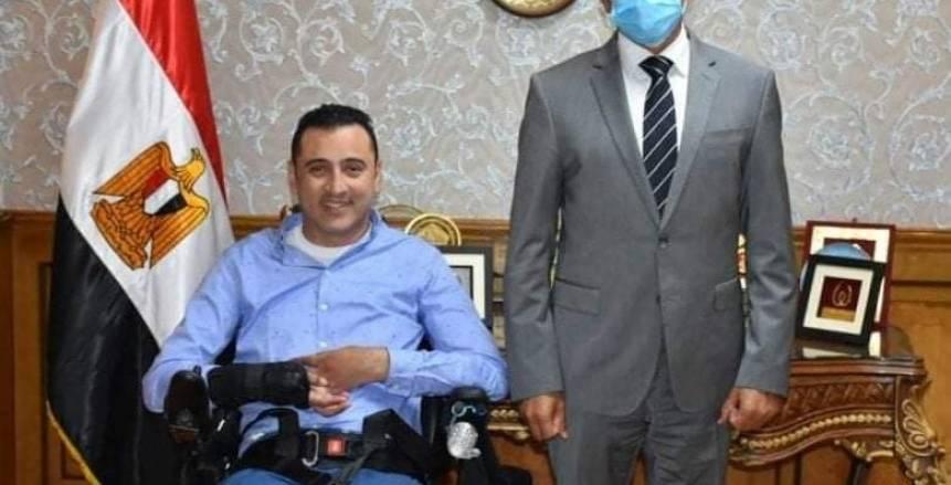 وزير الشباب والرياضة يستقبل السباح العالمي ولاء حافظ